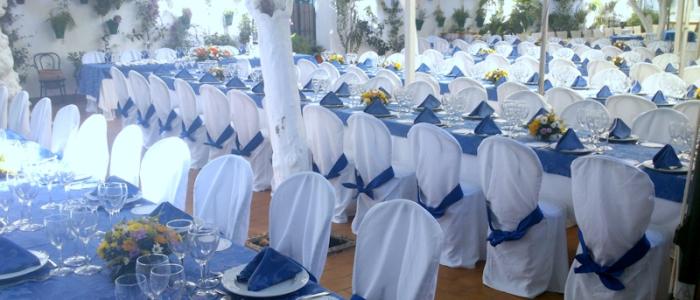 Mesas para evento en el patio cordobés de los naranjos del Restaurante de Córdoba Sociedad Plateros Maria Auxiliadora
