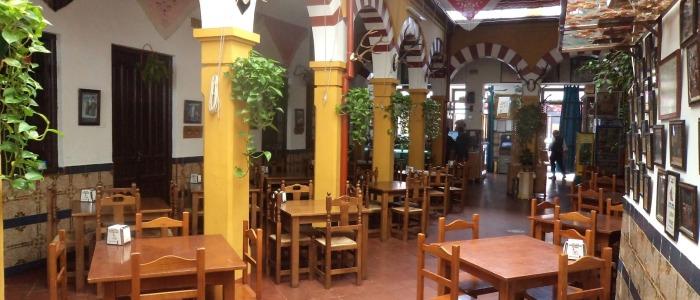 Restaurante en Córdoba Sociedad Plateros María Auxiliadora. Detalle Patio central