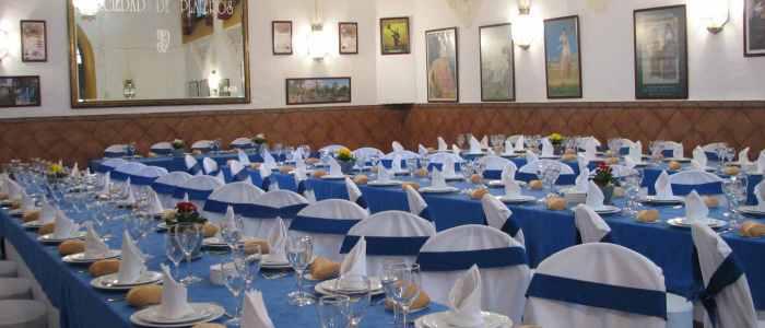 Mesas para evento en el salón José Aguilar de Dios del Restaurante de Córdoba Sociedad Plateros Maria Auxiliadora