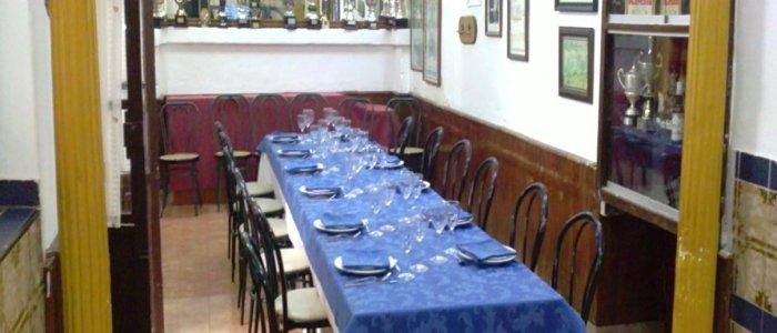 Mesas para comer en sala del Restaurante de Córdoba Sociedad Plateros Maria Auxiliadora