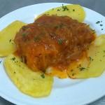 Lomo de Bacalao encebollado adaptado sin gluten para celiacos para comer Cordoba Restaurante Sociedad Platerosmmaria Auxiliadora