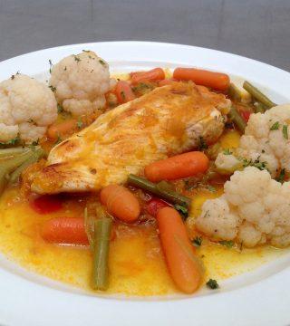 Pollo en salsa de hortalizas. Restaurantes de Córdoba Sociedad Plateros María Auxiliadora