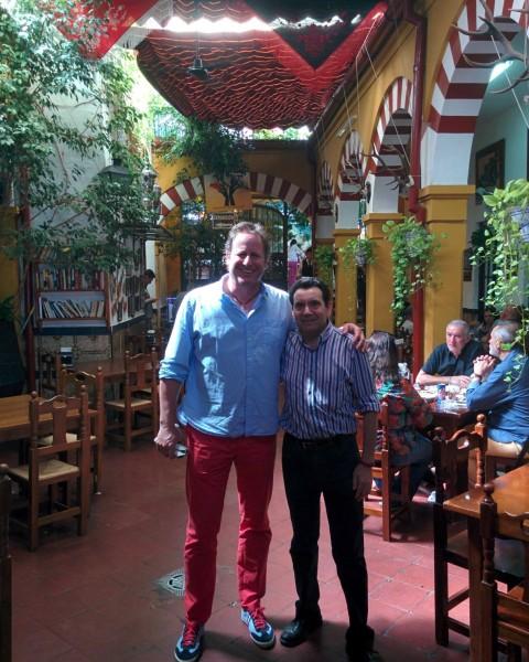 Gerardo Olivares en el Restaurante en Cordoba Sociedad Plateros Maria Auxiliadora