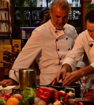 La television de Turquia en el Restaurante Sociedad Plateros Maria Auxiliadora 05