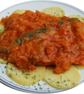 Lomo de Bacalao encebollado Restaurante en  Cordoba Sociedad Plateros Maria Auxiliadora