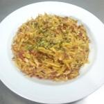 Revuelto de patatas paja con chorizo sin gluten para celiacos para comer Cordoba Restaurante Sociedad Plateros Maria Auxiliadora con patio cordobes