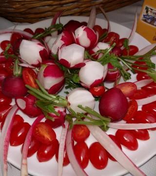 Elaboracion de migas para la televisión Árabe en el Restaurante Sociedad Plateros Maria Auxiliadora Por Manolo Bordallo  rabanitos flor